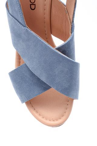 Kadın Dolgu Topuklu Süet Sandalet