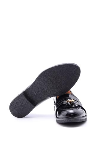 Kadın Püskül Detaylı Rugan Ayakkabı