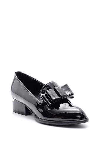 Kadın Topuk Detaylı Fiyonklu Rugan Ayakkabı