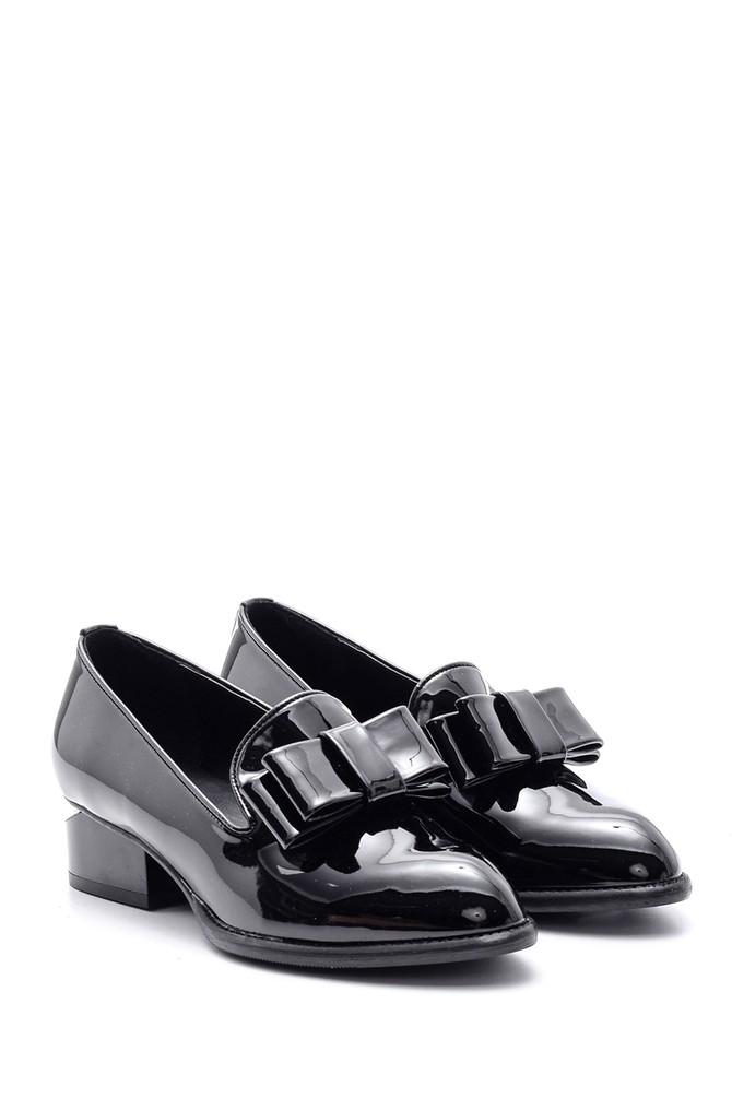 5638082033 Kadın Topuk Detaylı Fiyonklu Rugan Ayakkabı