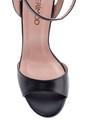 5638288484 Kadın Deri Topuk Detaylı Sandalet