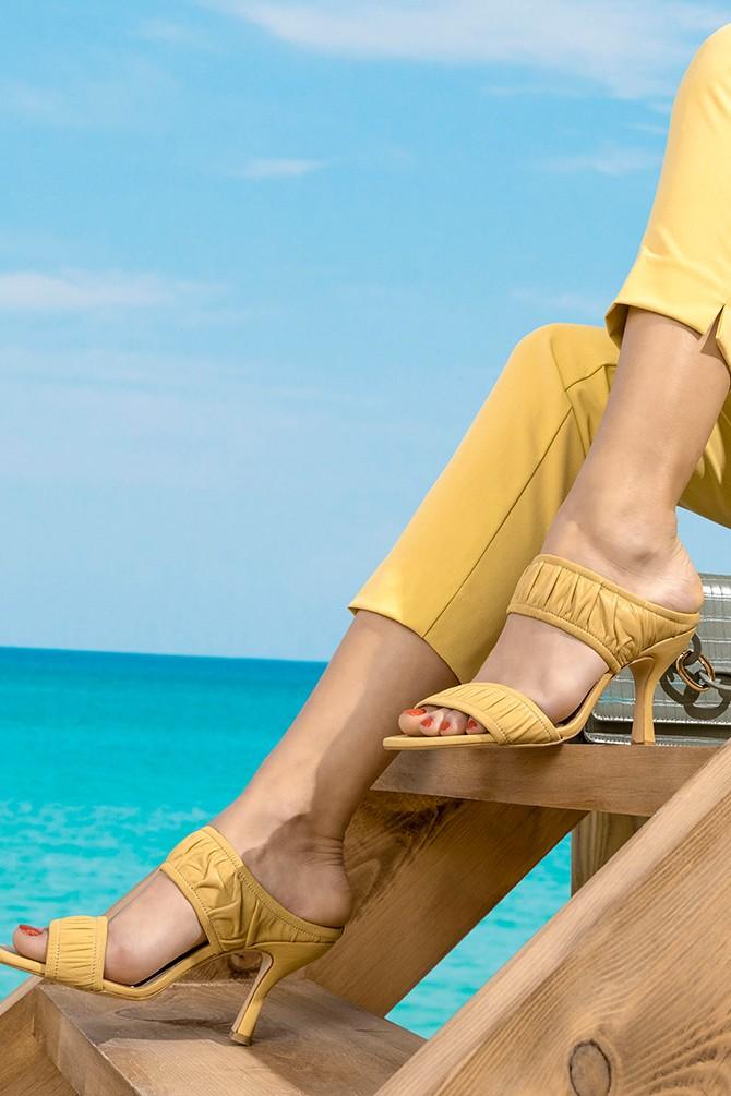 Sarı Kadın Deri Topuklu Terlik 5638279461